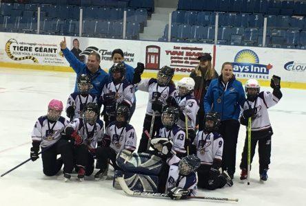Les filles du Novice B de Boucherville remportent le bronzeau tournoi Festival C de Trois-Rivières