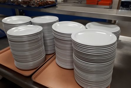 La vaisselle de plastique à usage unique bannie de l'école De Mortagne