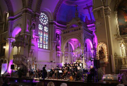 On célèbre en beauté les 90 ans d'amour et de passion de Gilles Vigneault à la basilique de Varennes!
