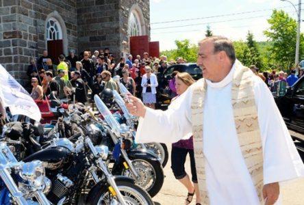Bénédiction des motos à la paroisse Saint-François-Xavier de Verchères le 9 juin