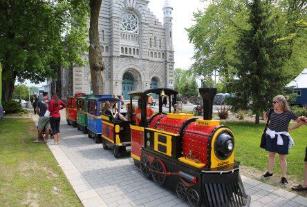 La place publique vibre au rythme de la Fête au Vieux-Village de Sainte-Julie