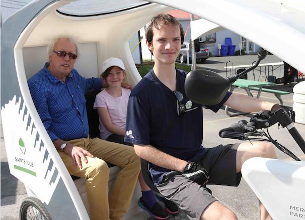 Un vélo, une ville : le triporteur gratuit pour aînés de retour cet été à Sainte-Julie