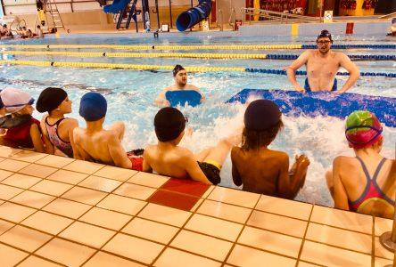 Près de 555 écoliers savent maintenant nager pour survivre