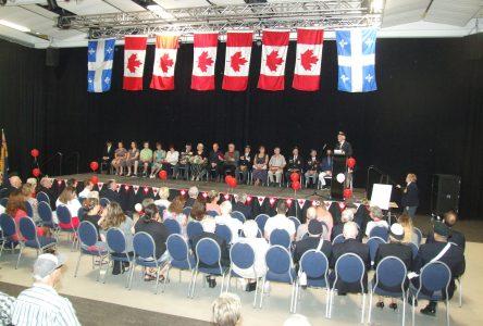 Une fête du Canada ensoleillée au centre multifonctionnel