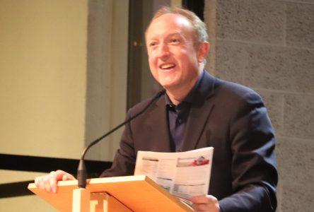 Le maire Jean Martel se porte à la défense des médias locaux