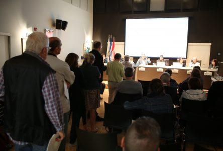 Sauvegarde du parc Saint-Charles: une autre assemblée publique houleuse à Varennes