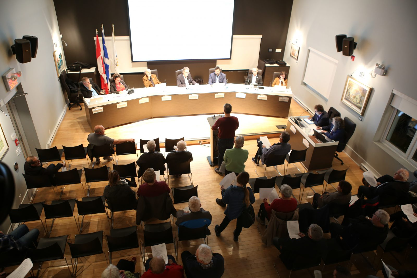 Dépôt de la pétition de 2 745 citoyens contre la phase 3 du projet domiciliaire dans le parc Saint-Charles