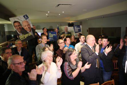 Stéphane Bergeron gagne son pari et ses élections dans Montarville!