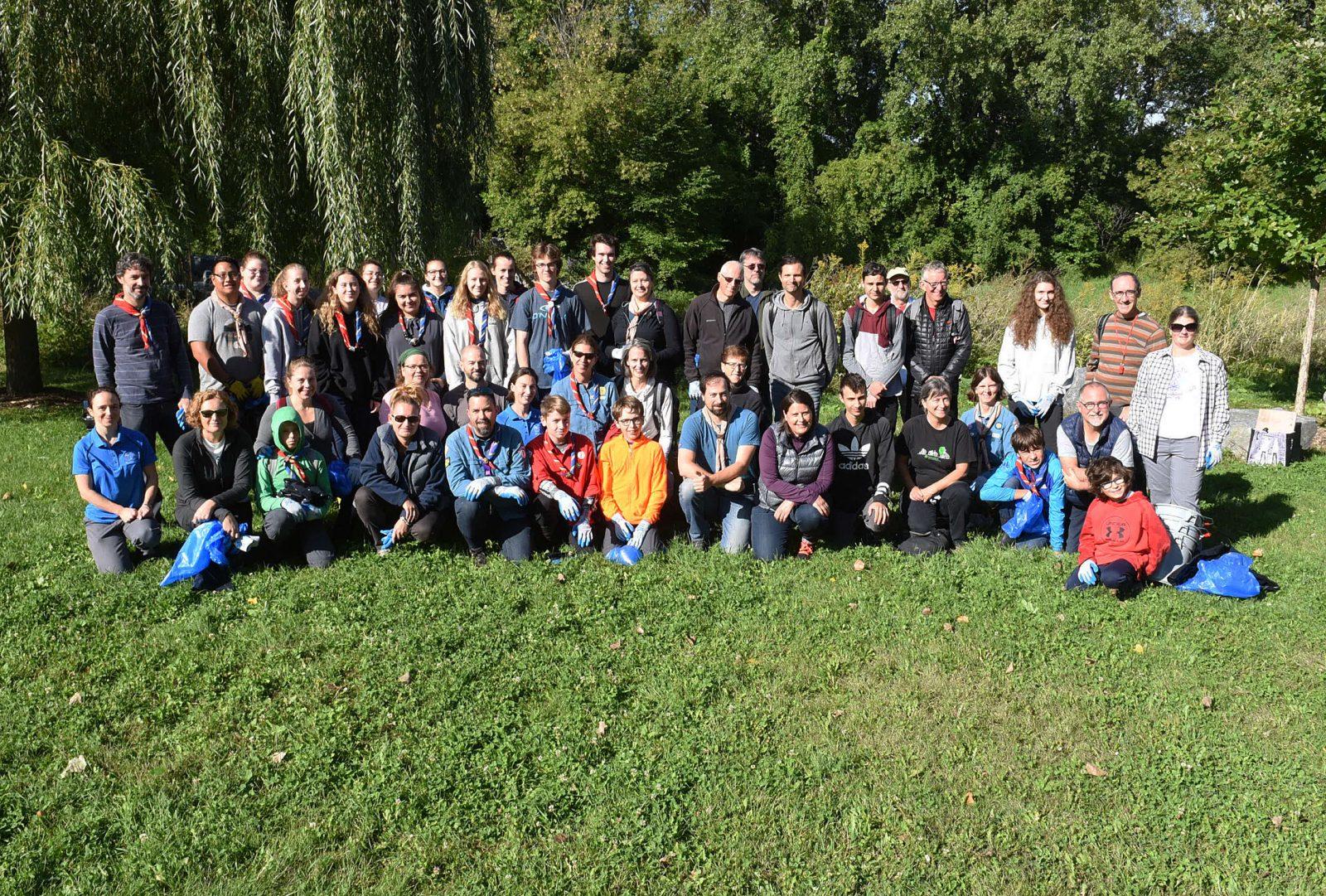 Nettoyage des berges du fleuve Saint-Laurent : des bénévoles prennent soin de leur environnement