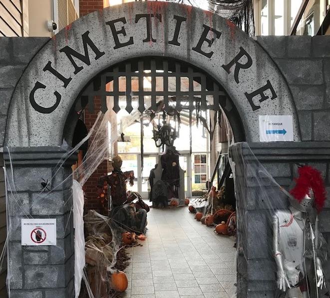 Plongez dans l'ambiance d'Halloween, jusqu'au 1er novembre, à l'Hôtel de Ville de Saint-Amable !