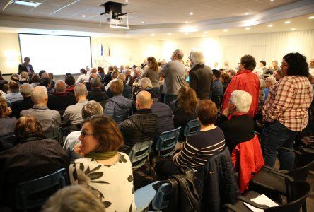 Projet District Sainte-Julie: les citoyens réagissent en grand nombre lors de la période de questions