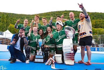 Les adeptes du hockey-balle sont nombreux à jouer à Boucherville: Les Staches champions provinciaux