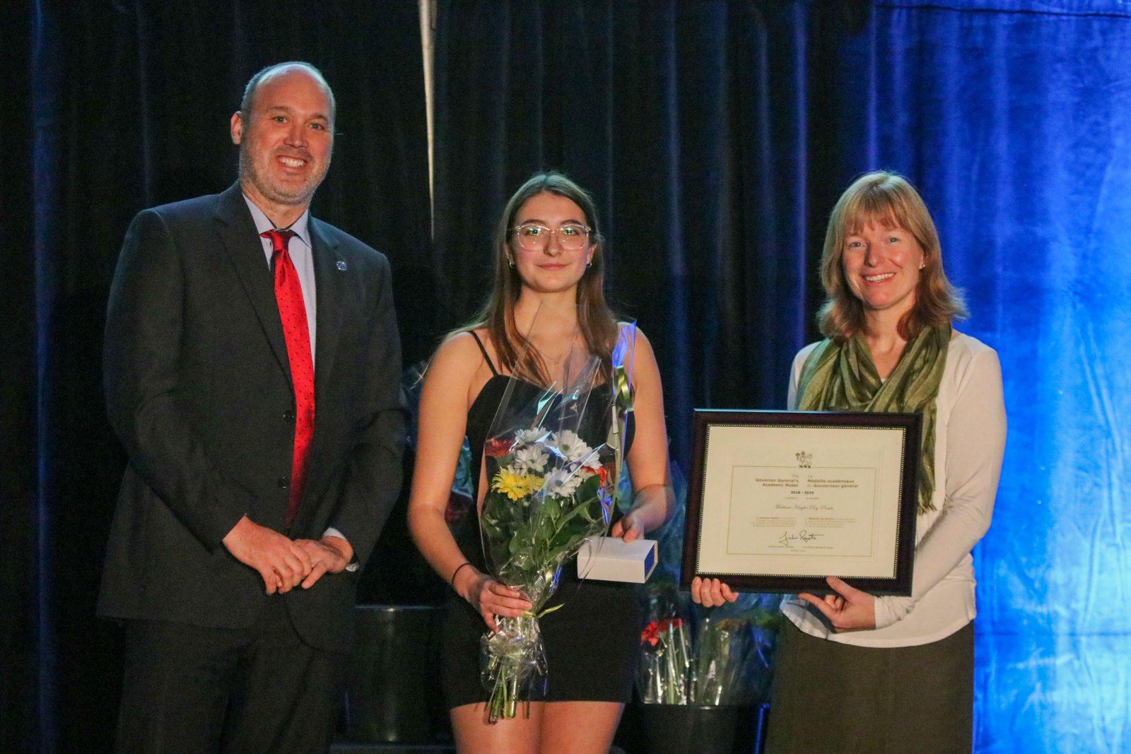 Une jeune Bouchervilloise reçoit la Médaille académique du Gouverneur général
