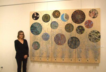 La Galerie Lez'arts présente l'exposition Des égos ravageurs au virus coloré réalisée par des élèves de l'école Les Jeunes Découvreurs
