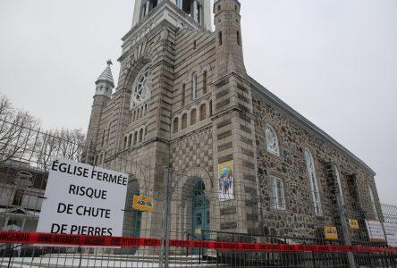 L'église de Sainte-Julie fermée à cause des risques de chute de pierres