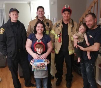 Les pompiers de Saint-Amable apportent leur soutien à la famille Savoie