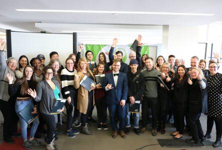 Vingt-cinq étudiants persévérants du cégep et de l'ÉNA voient leurs efforts récompensés