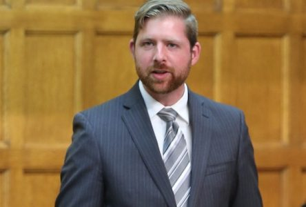 Xavier Barsalou-Duval consulte les municipalités à propos du  Fonds de la taxe sur l'essence et la contribution du Québec