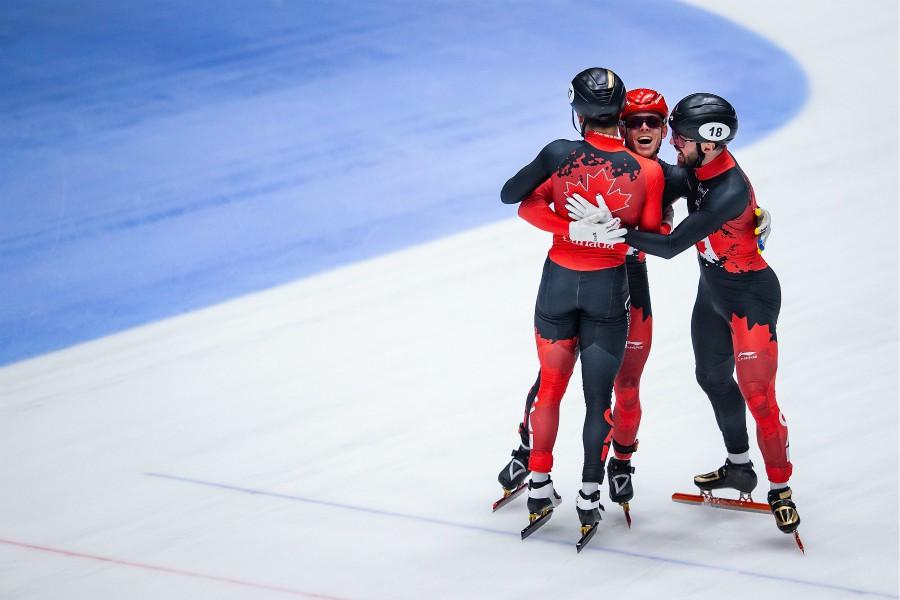 Une médaille d'or au relais 5 000 m pour Charles Hamelin aux Pays-Bas