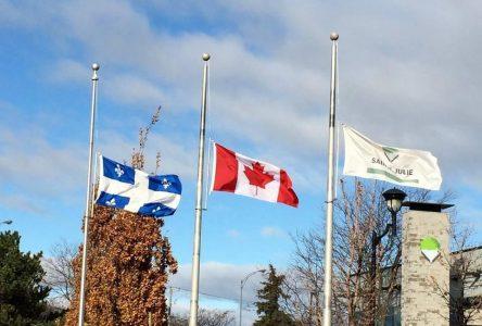 Le conseil municipal de Sainte-Julie attristé par la tragédie survenue en Nouvelle-Écosse