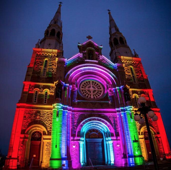 Des églises de la région scintillent aux couleurs de l'espoir!