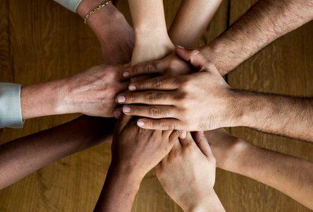 Les gestes de solidarité pour lutter contre la COVID-19 se multiplient dans la région
