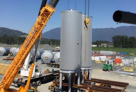 Les cuves de la nouvelle usine Molson quittent le terminal de Contrecœur