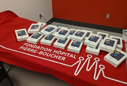 La Fondation Hôpital Pierre-Boucher aide à garder les membres de sa communauté connectés