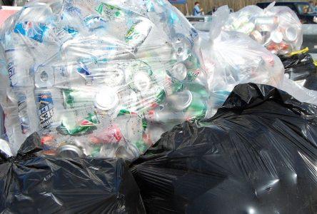 Débarrassez-vous de vos bouteilles et canettes consignées lors de collectes sans contact à Contrecœur!