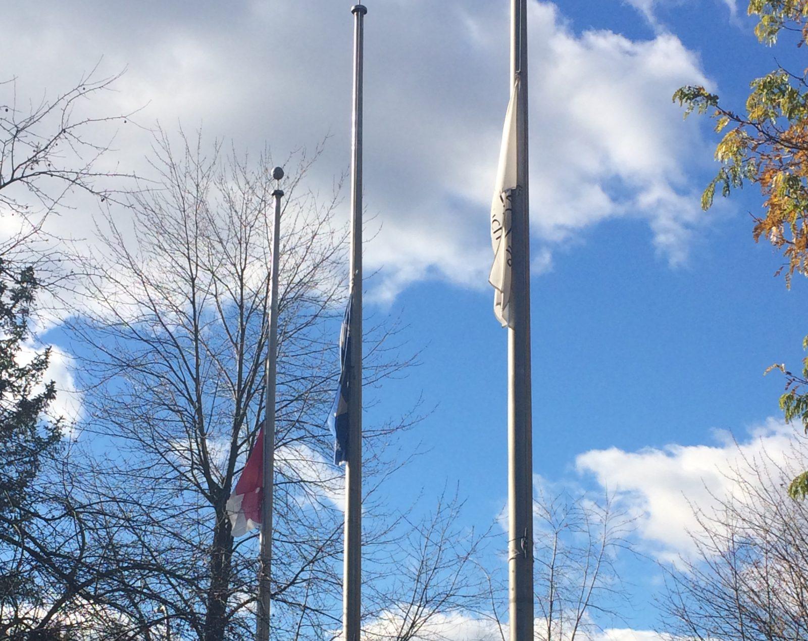 COVID-19 : la Ville de Boucherville met ses drapeaux en berne