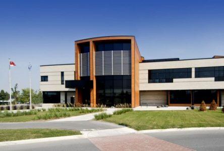 Le comptoir du prêt de la bibliothèque de Sainte-Julie ouvrira ses portes à compter d'aujourd'hui