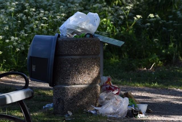 Des poubelles qui débordent souvent