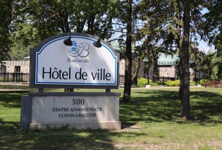 Priorité aux services en ligne : Boucherville rouvre son hôtel de ville