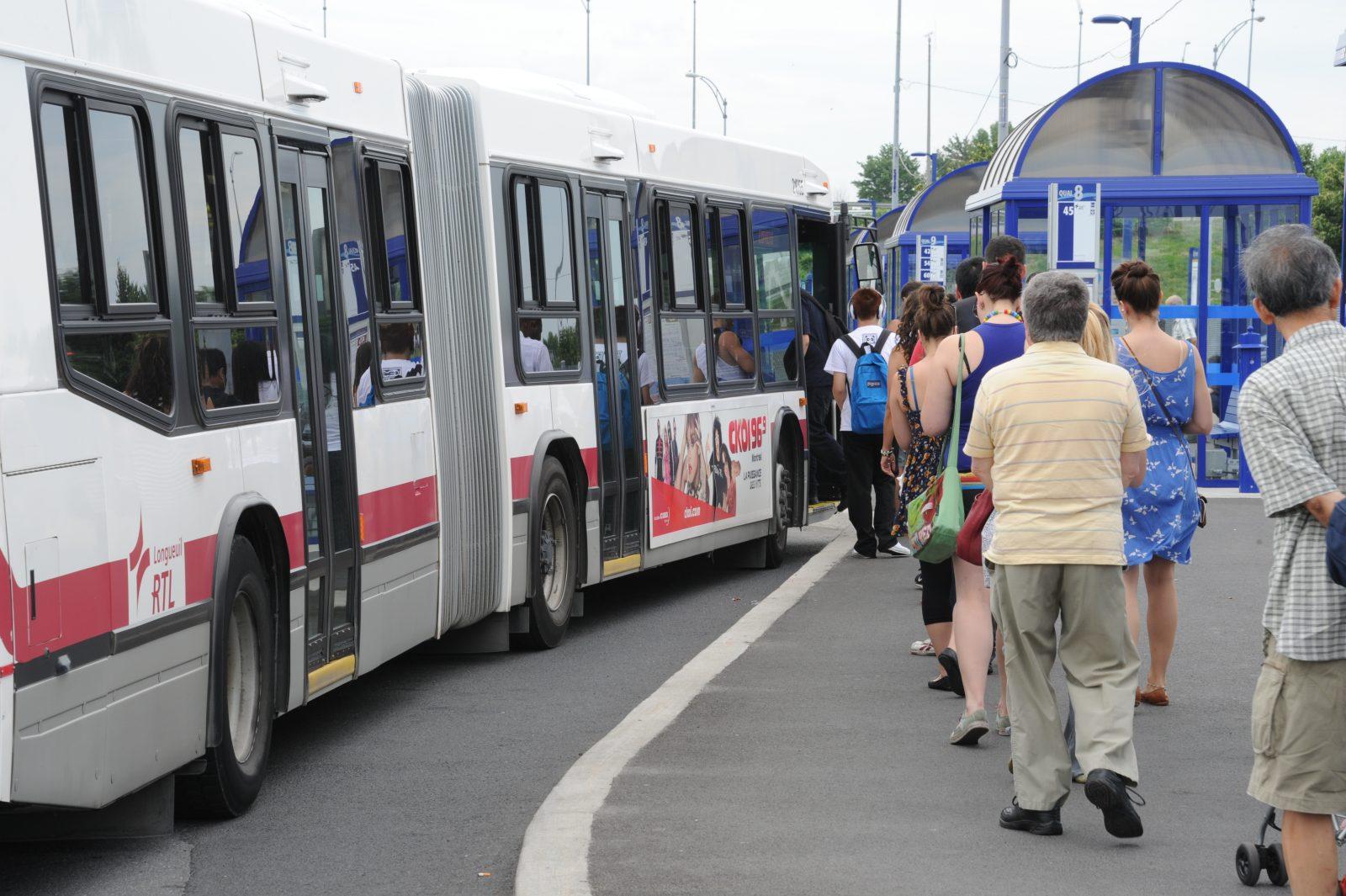 Retour de l'embarquement par la porte avant et de la perception dans les bus du RTL