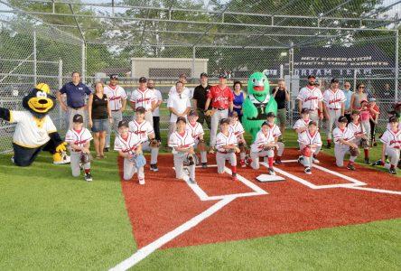 Inauguration du deuxième terrain de baseball synthétique au parc du Pré-Vert