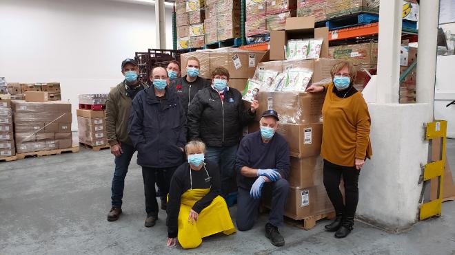 Un million de masques remis aux banques alimentaires du Québec et à la SPCA de Montréal