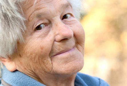 Québec accroît la protection des personnes aînées et vulnérables