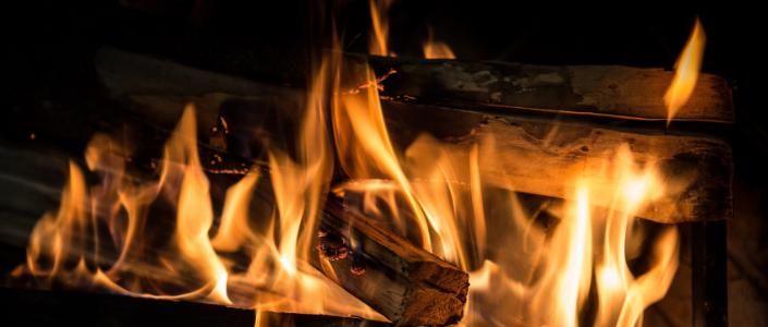Les feux de foyer extérieurs enflamment toujours les débats à Longueuil