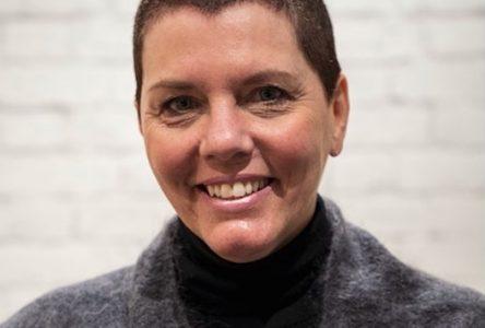 L'audacieuse PDG des Emballages Carrousel dit adieu à sa belle chevelure : Brigitte Jalbert amasse 119 355 $  pour Leucan