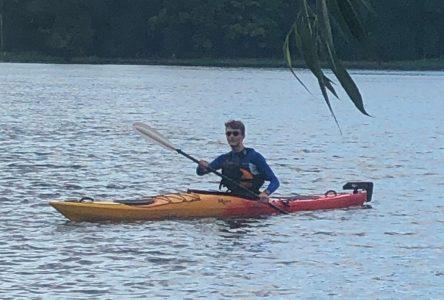Pourquoi prendre l'autobus quand on peut se rendre à ses cours en kayak?