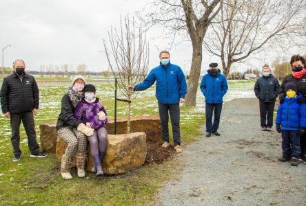 En ce Jour de la Terre, le conseil municipal de Varennes rend hommage aux victimes de la Covid-19