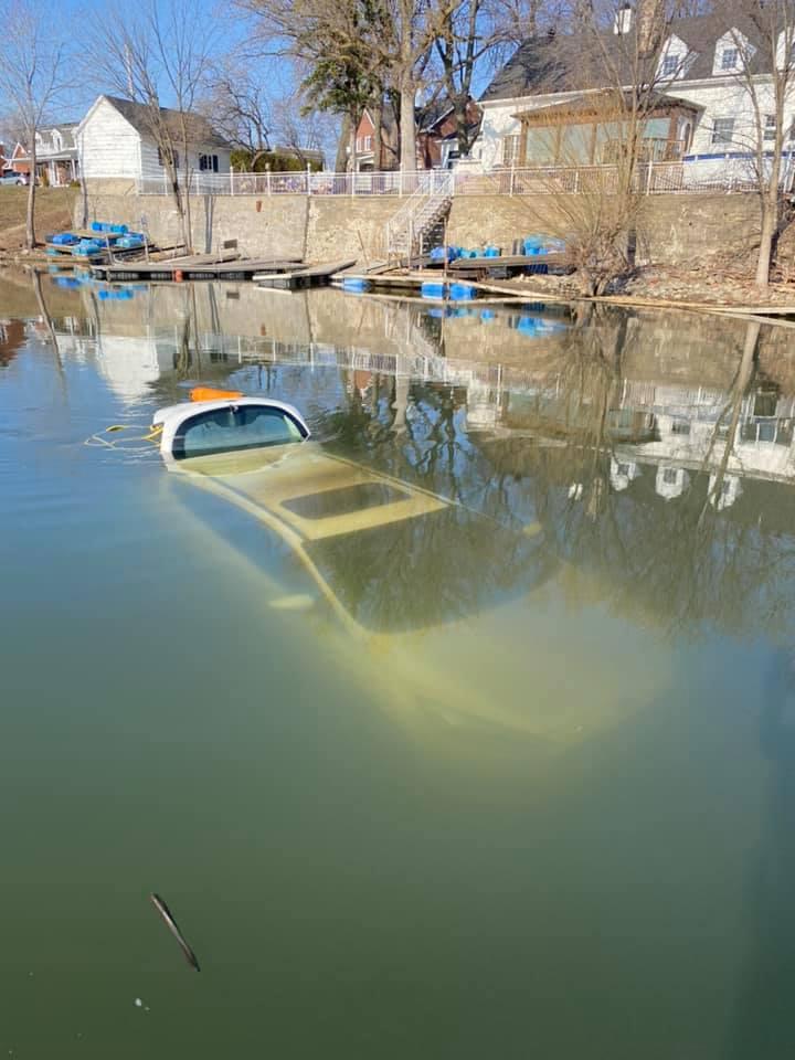 Une voiture plonge dans le Saint-Laurent