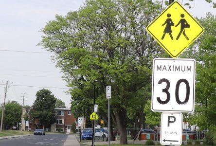 La limite de vitesse sera abaissée à 30 km/h en tout temps près des écoles et des parcs