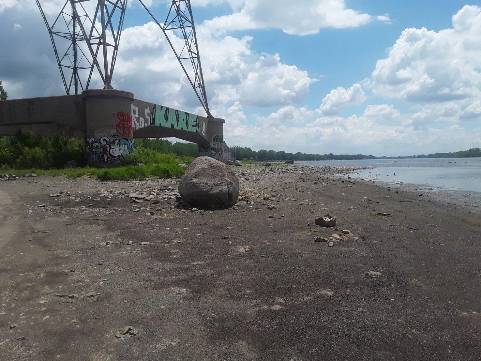 Le fleuve anormalement sec avant l'été