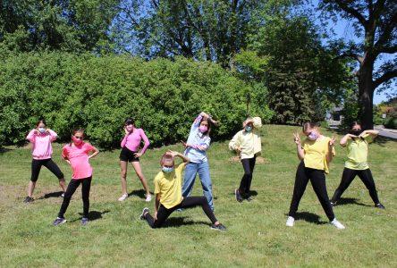 Pour les 790 élèves de l'École de danse de Boucherville: danser devant un… écran, depuis un an !