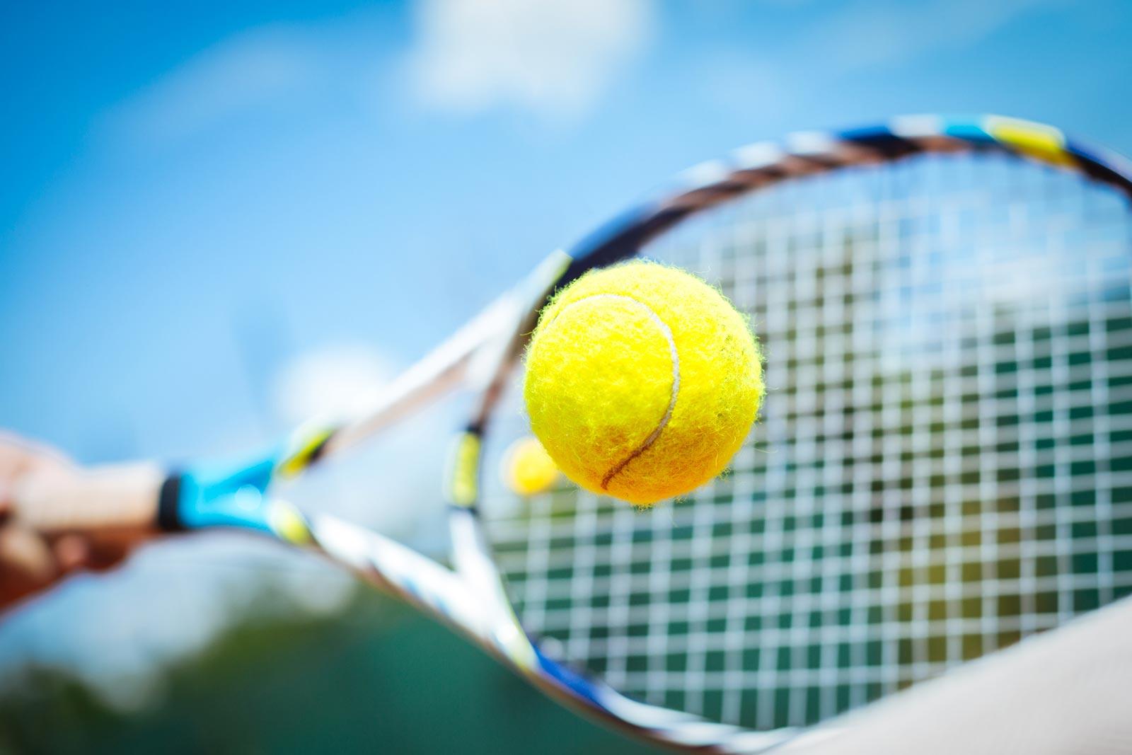 Un camp de tennis d'un mois à petit coût pour les jeunes