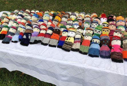 Les mailles de l'entraide : des tricoteuses qui font du bien