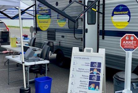 Vaccination contre la COVID-19 : un franc succès pour la roulotte mobile