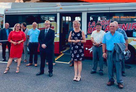 Les cinq premiers « midibus » 100 % électrique du RTL roulent sur la Rive-Sud