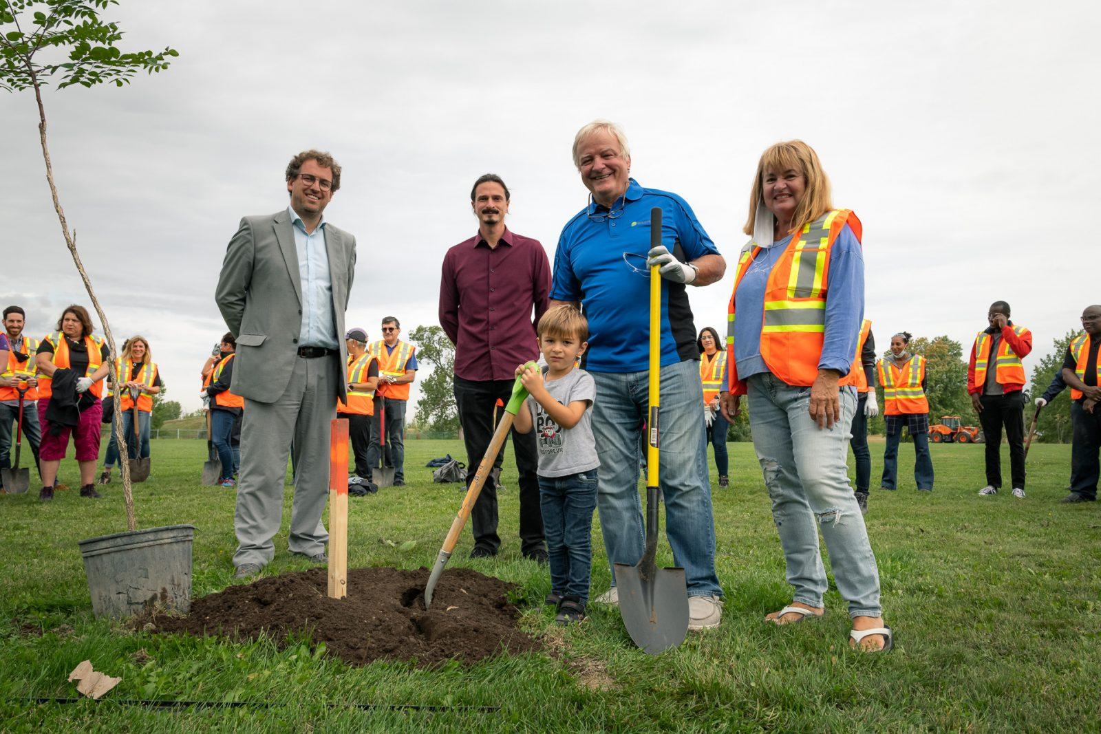 40 arbres pour souligner 40 ans chez Solmax à Varennes
